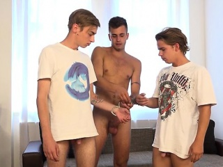 Tattoo twinks threesome with cumshot